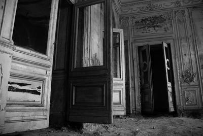 *** черный белый двери замок заброс абандон усадьба дворец старина тлен
