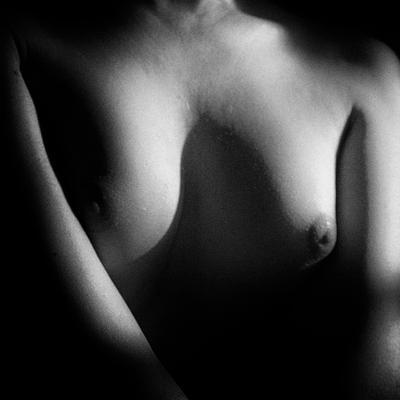 Свет грудь торс черно-белое ню