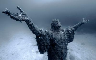 Underwater statue of Jesus(Malta) underwater photography