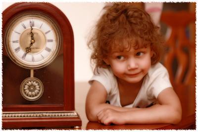 Звуки времени ребенок часы время девочка