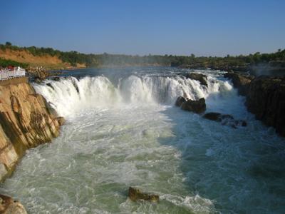 Водопад Дхуандхар на реке Джабалпур в штате Мадхья-Прадеш. Индия вулкан кратер горы скалы дворец