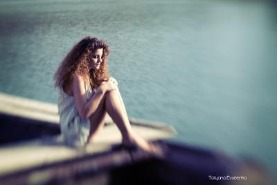 скоро зима.. девушка горы озеро