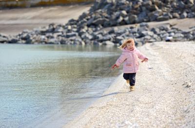 Девочка и море...