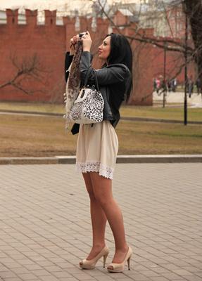 Апрель люди лица город прохожие уличный портрет стрит девушки красавицы
