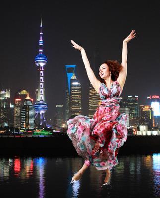 Танец над водой Шанхай танец обложка отражение полет