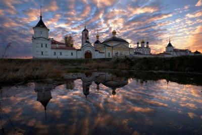 Троице-Сергиев Варницкий монастырь на рассвете