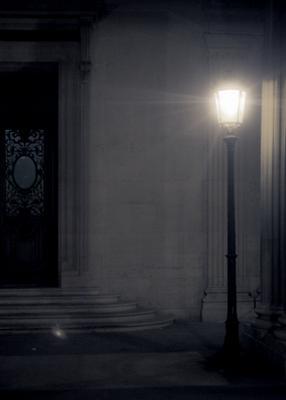 ночью во дворе Лувра