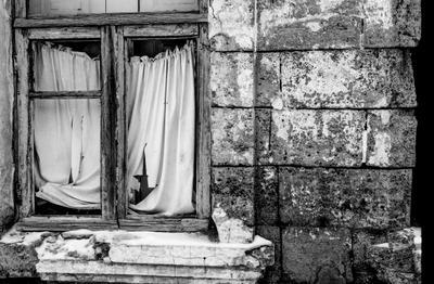 Коррида арт окно брошенное здание штора проем дом