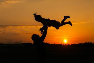 Краски радости семья закат радость любовь