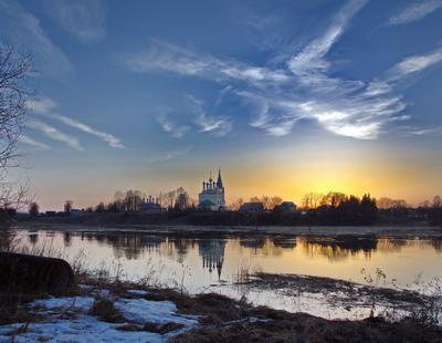 Птицы небесные Небо Россия разлив село река Горицы весна Пасха