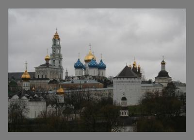 В лавре октябрь Троице-Сергиева лавра осень дождь
