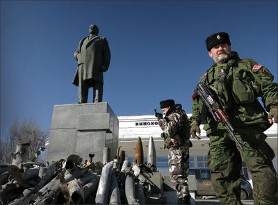 У памятника в Первомайске украина донбасс лнр днр порошенко плотницкий котел