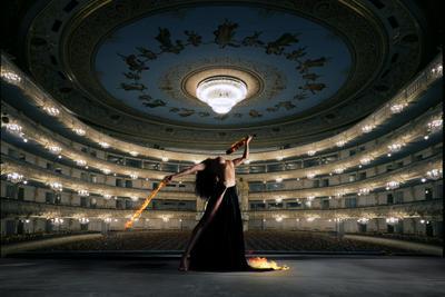 Театр огня огонь театр ню девушка платье музыка скрипка мариинка
