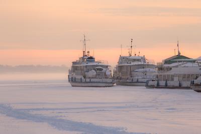 В ожидании весны закат зима корабли река лед холод