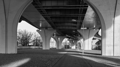 Променад под мостом Мост Бетанкура