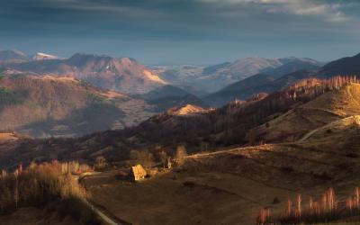 Ранняя весна на холмах Трансильвании весна румыния трансильвания утро хижина холмы