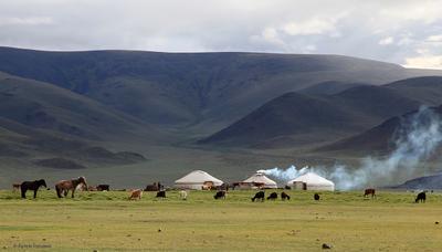 Вечер в степи Монголия степь юрты
