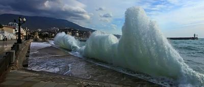 Слегка штормит. Море