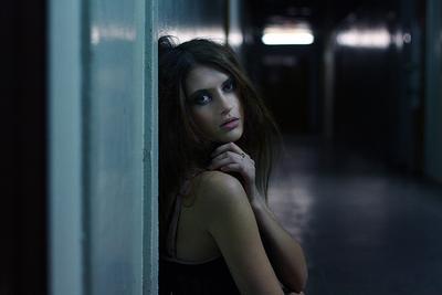Мерзло 2 коридор, девушка, холодно