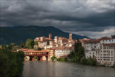 Луч света сквозь тучи... italy basssano del grappa italia город италия венето кипарис весна мост cipressi belvedere