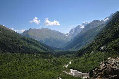 Взгляд в даль. пейзаж горы красиво природа Кавказ Домбай
