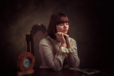 Мечтательница девушка часы портрет мечта мечтать мечтательница
