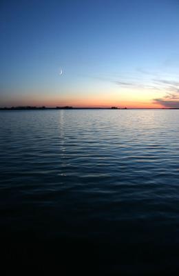 Вечернее Обское. Море река водохранилище пейзаж Обь вечер луна месяц