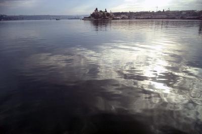 Облачная бухта море облака отражение волны