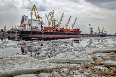 Морской порт Петербурга. Время ледохода. петербург весна ледоход лед порт