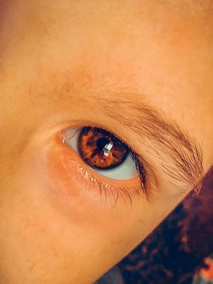 ***целый мир глаз