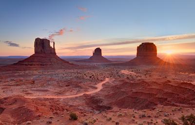 рассветная Monument Valley