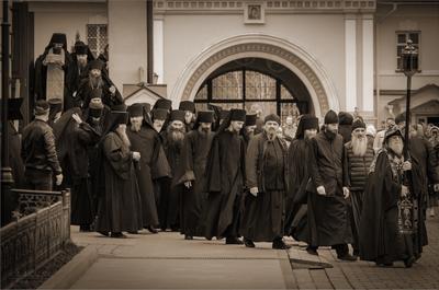 Пасхальный чин о Панагии и братское шествие с Артосом жанр монастырь Оптина пустынь братия