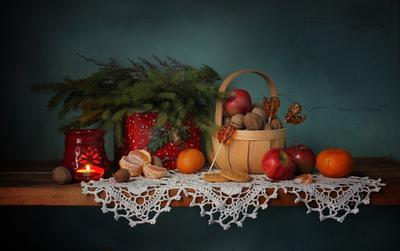 Новогодние сладости натюрморт новый год рождество сладости елка леденцы мандарины яблоки орехи
