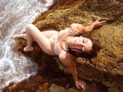 Наяда наяда девушка ню море скалы