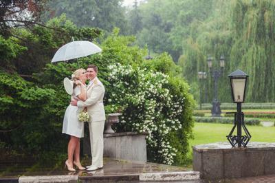 *** свадьба жених невеста жождь