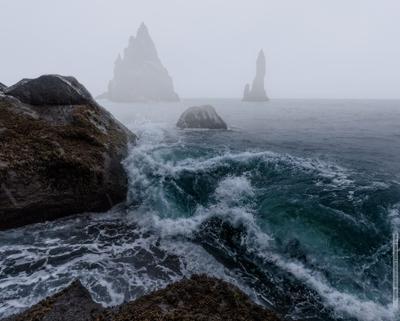 ~~~ Рейнисдрангар  ~~~ Исладия Рейнисдрангар Рейнисфияра море океан Iceland Reynisdrangar Reynisfyara sea vakomin