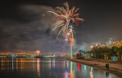 Новогодний салют эйлат израиль море горы отдых курорт пальмы салют новый год