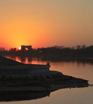 Двое закат Волга
