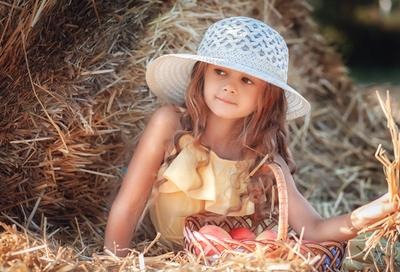Девочка с яблоками портрет девочка яблоки вечер солома