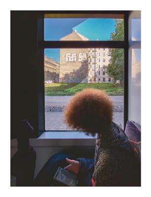 Читатель мобильное фото люди транспорт портрет