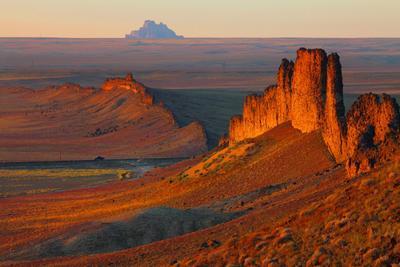Шип Рок - скала приведений и легенд Юта-Аризона Шип Рок.Навахо.Индейские резервации