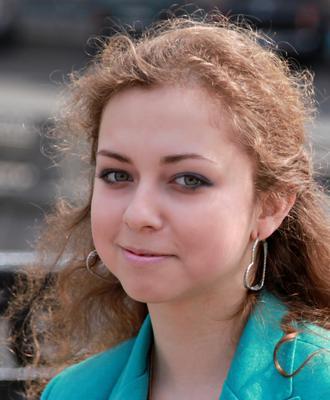 Молодость люди лица город прохожие уличный портрет стрит девушки