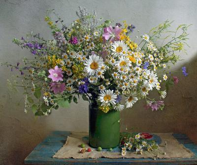 Цветами лето радужно манит Натюрморт ромашки букет цветов лето