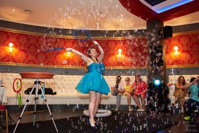Шоу мыльных пузырей праздник шоу мыльные пузыри репортаж