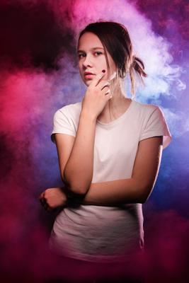 возраст непредсказуемости девушка в дыму