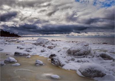 *** море небо тучи зима снег берег залив