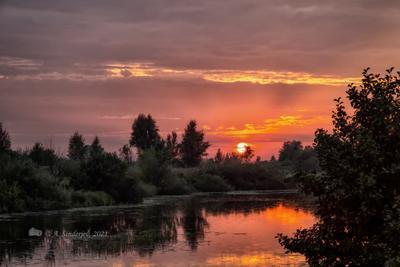 Тревожный закат летний пейзаж река закат небо солнце