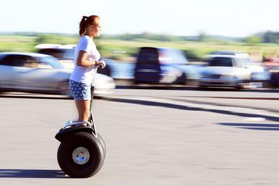 Гонки на Segway Segway девушка скорость лето