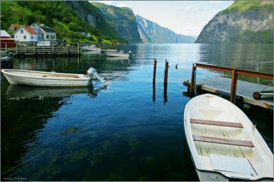 Деревенская пристань Норвегия, Согнефьорд, деревня Ундредал, пристань, лодки