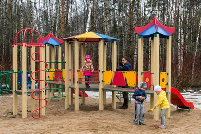 Детские отношения... Москва апрель лесопарк Лосиный остров детская площадка